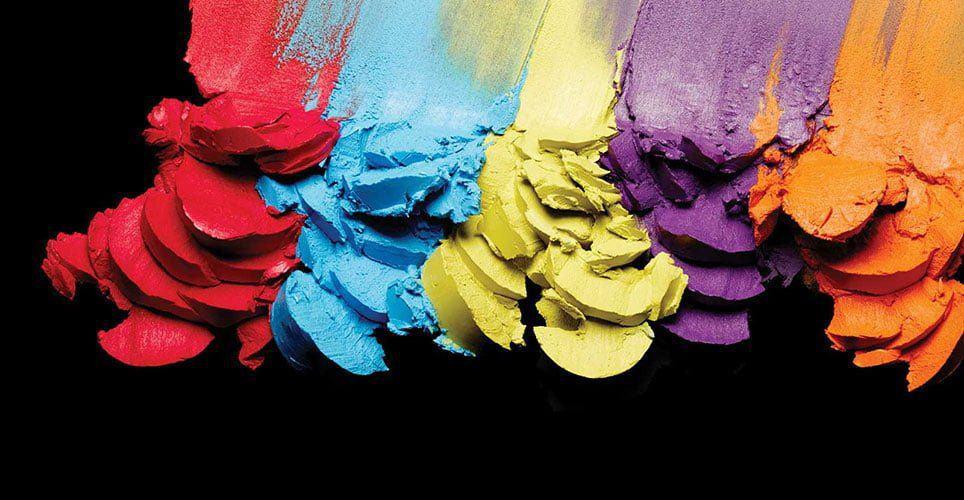 M · A · Ccũng là một trong những thương hiệu con doEstée Lauder Companies Inc quản lý từ năm 1994. Thương hiệu này được xem như là kẻ dẫn đầu các xu hướng thời trang trên hành tinh, khi mà các nghệ sĩ trang điểm của thương hiệu này chính là nhân tố phía sau cánh gà các chương trình thời trang khắp thế giới.