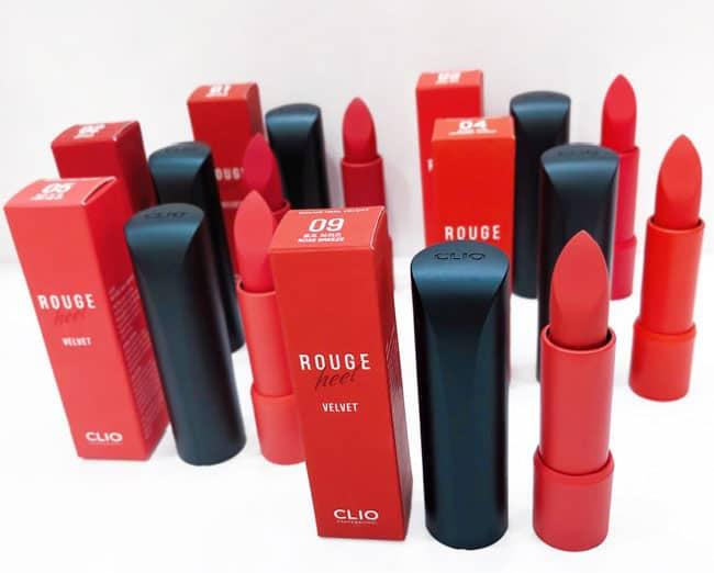 Son thỏi Clio Rouge Heel Velvet được lấy cảm hứng từ những chiếc guốc nhọn, biểu tượng vương quyền và đầy quyến rũ của người phụ nữ